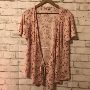 41 Hawthorn floral wrap top